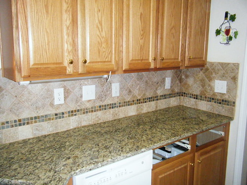 Santa Cecilia Granite With Custom Tile Backsplash Design