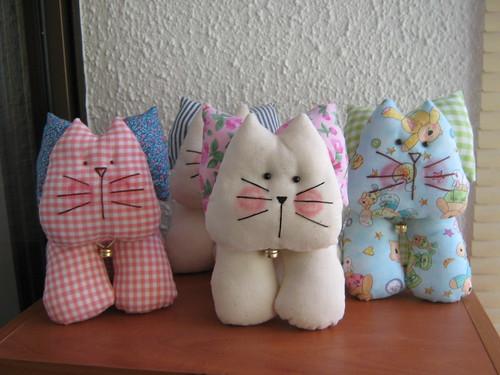 Gatos gatitos de tela muy ecn micos pamela flickr - Manualidades de tela para el hogar ...