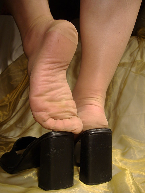show sexy feet in pantyhose