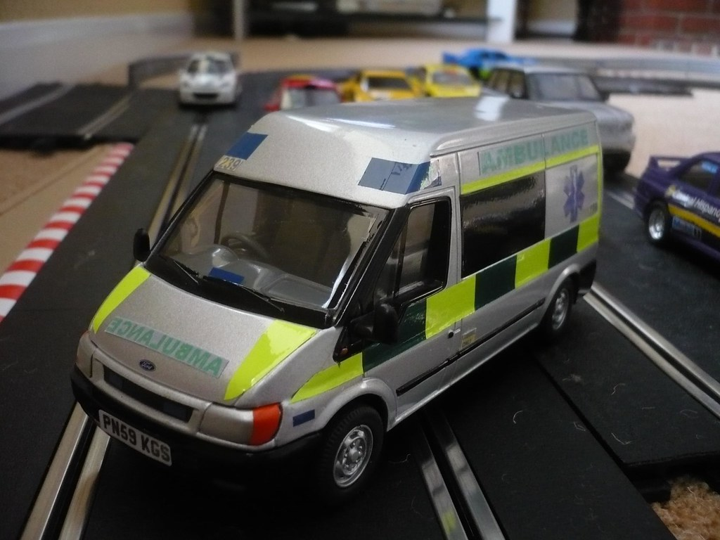 1:32 Ford Transit Motorsport Ambulance - Scalextric Scener ...