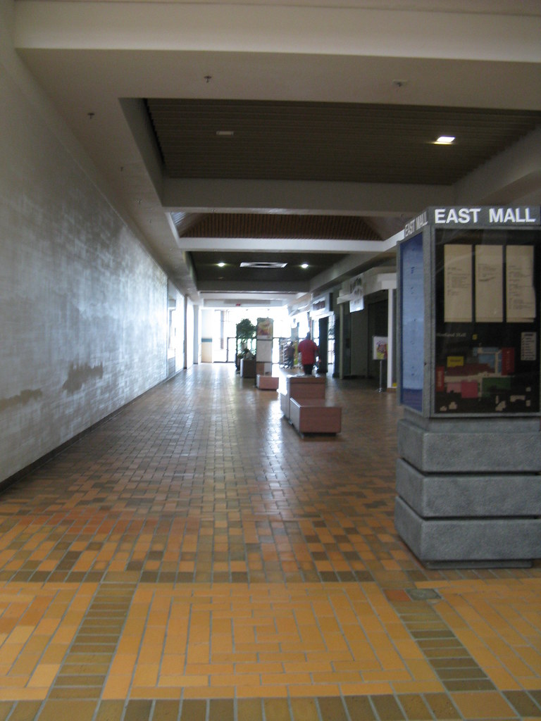 westland mall columbus ohio empty hallway and mallmanac flickr. Black Bedroom Furniture Sets. Home Design Ideas