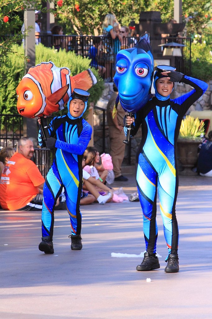 Pixar Play Parade Dory And Nemo Dory Forgets Where She