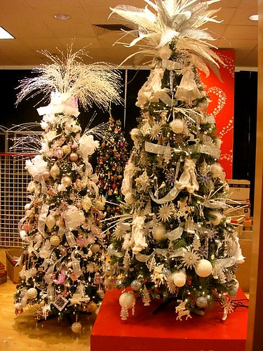 Decorating Trees For Christmas