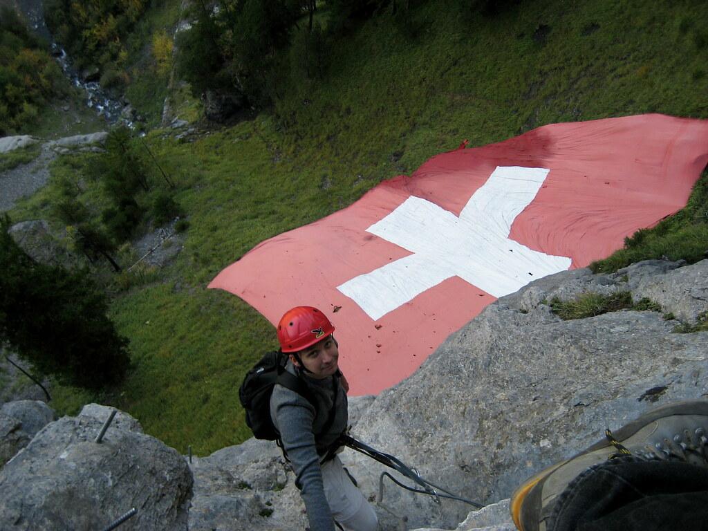 Klettersteig Bern : Schweizer fahne im klettersteig kandersteg allmenalp kanu flickr