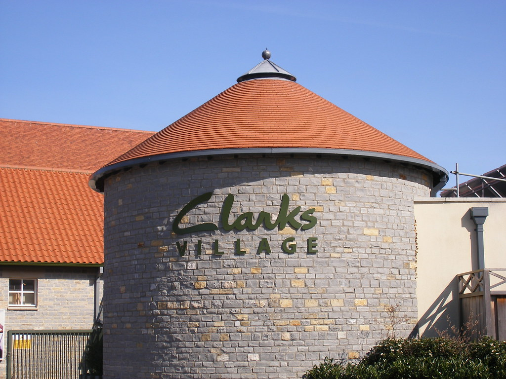 A Former Shopping Now Factory Clarks Shoes Village X1BSqS