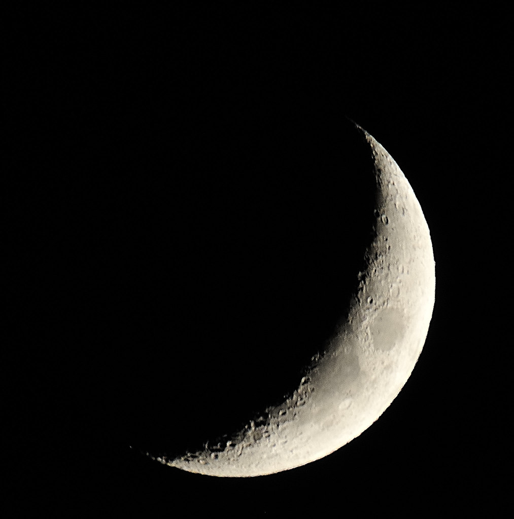 Luna creciente. | Fotografía de la Luna en cuarto creciente,… | Flickr