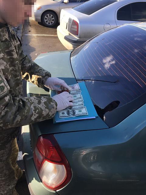 СБУ затримала у Києві на хабарі полковників прикордонної служби та Збройних Сил