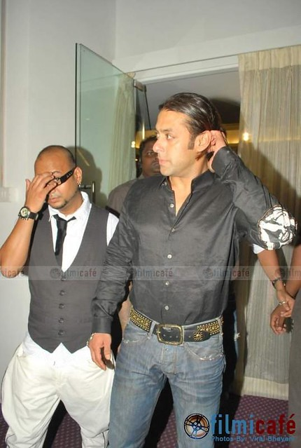 Salman khan salman khan at aalim hakim salon launch for Aalim hakim salon
