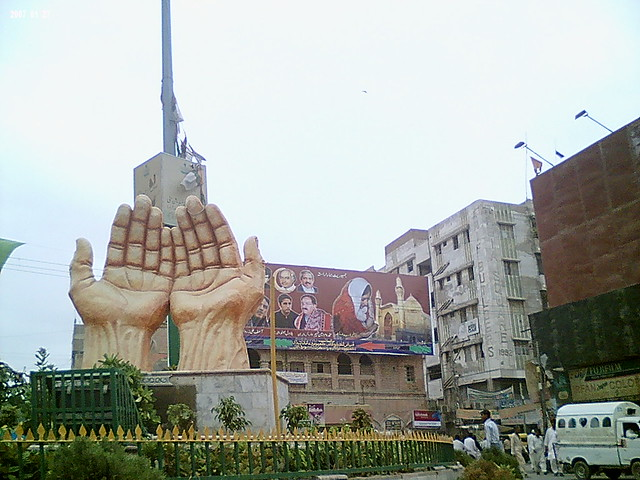 Praying Hands In Hyder Chowk Hyderabad Sindh Pakistan Smas Flickr