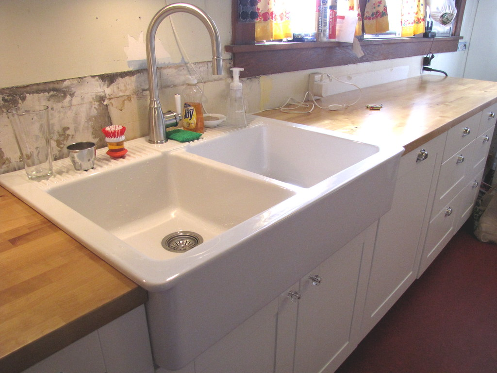 Acrylic Kitchen Sink Cleaner