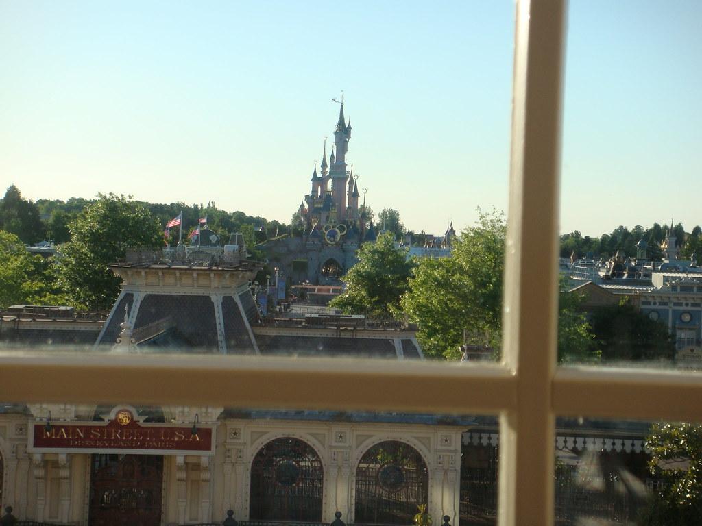 Disneyland Paris Hotel Cheyenne Room Facilities