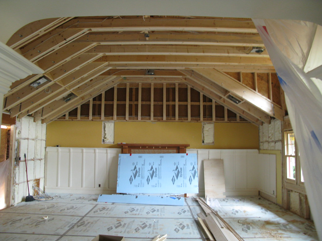 Great room with new raised celing - This is a remodeling ...