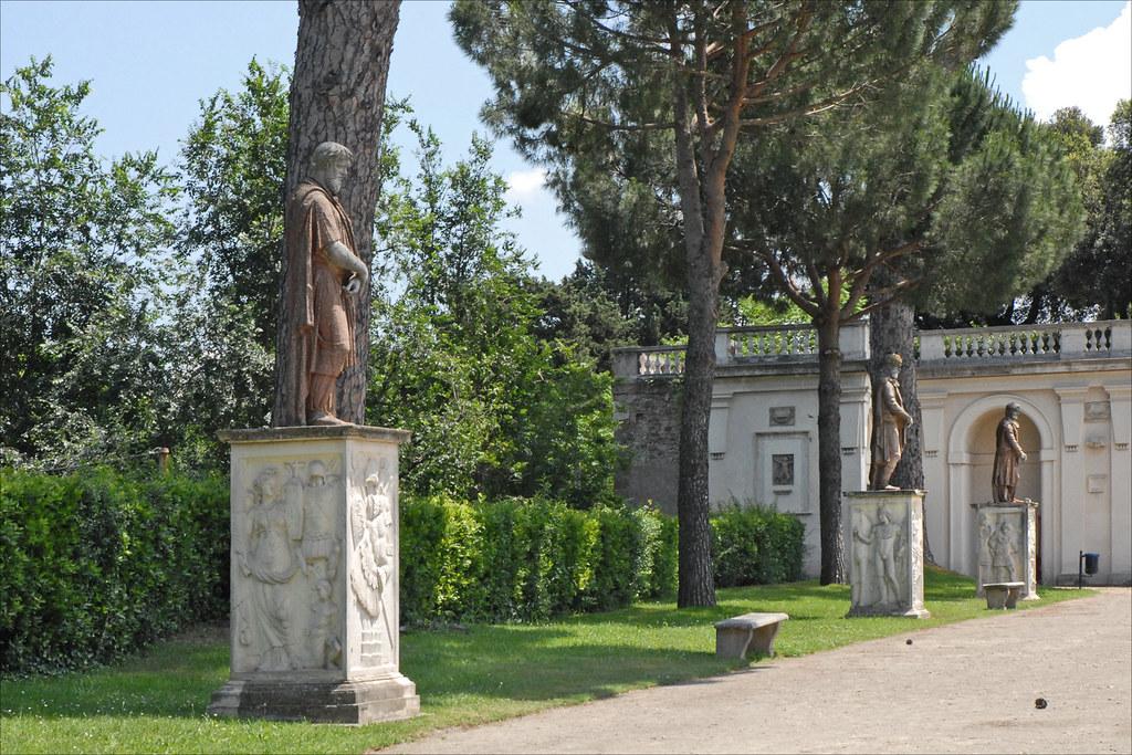 Jardin de la villa m dicis rome les statues copies for Jardin de la villa