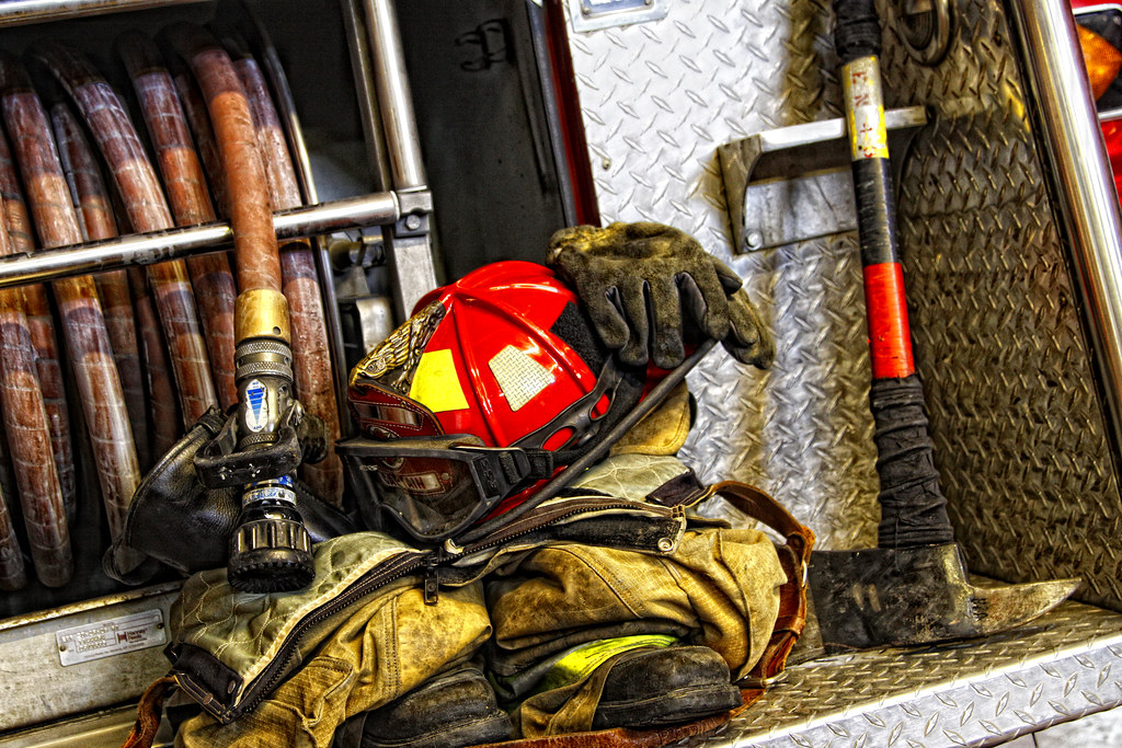 A3 Helmet Level 3 And Pan: Firefighting Equipment