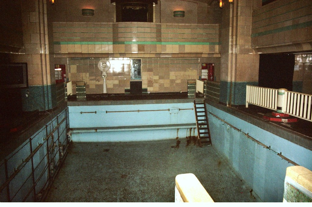 The queen mary haunted swimming pool on board the - Queen mary swimming pool victoria ...