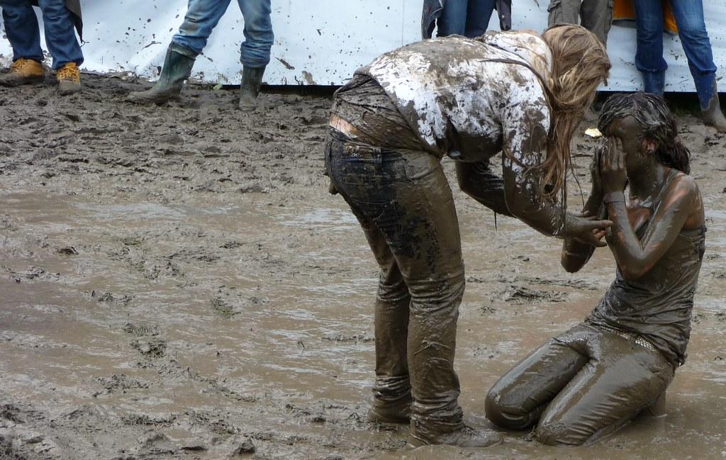 Ladys mud wrestling - Damen Schlammcatchen am OASG 09 | Flickr