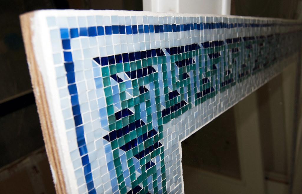 Specchio con cornice in mosaico di tessere di vetro con mo flickr - Specchio mosaico vetro ...