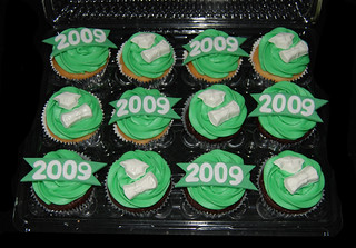 Green and White High School Graduation Cupcakes | by Sweet Shoppe Mom and Simply Sweets
