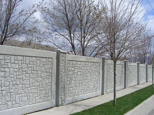 Concrete Sound Walls : Concrete fence sound barrier wall block out noise while
