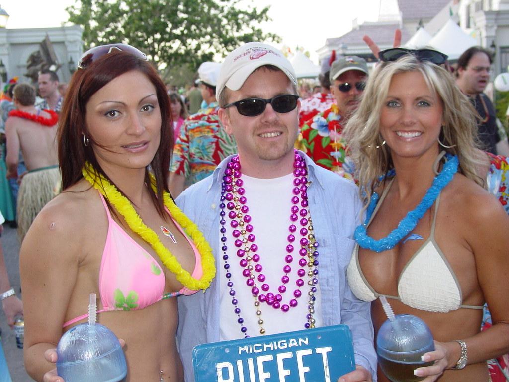 Jimmy flashing buffett at boobs