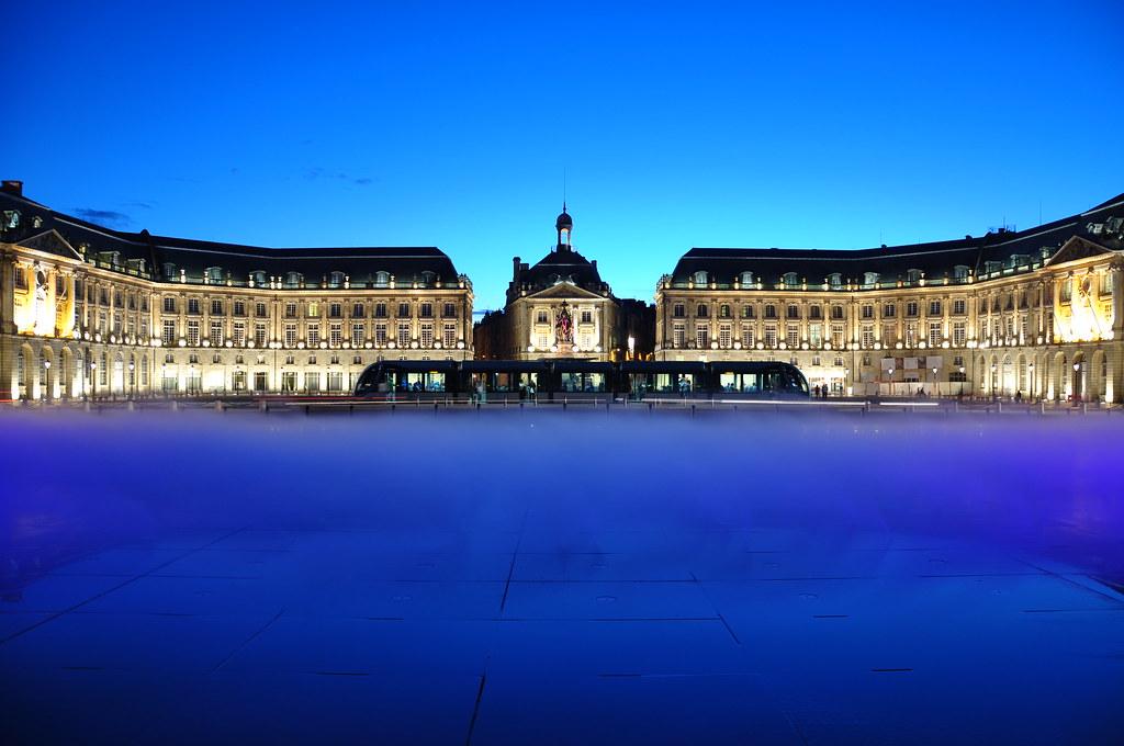 Bordeaux miroir d 39 eau de nuit bordeaux by night flickr for Miroir 3 pans