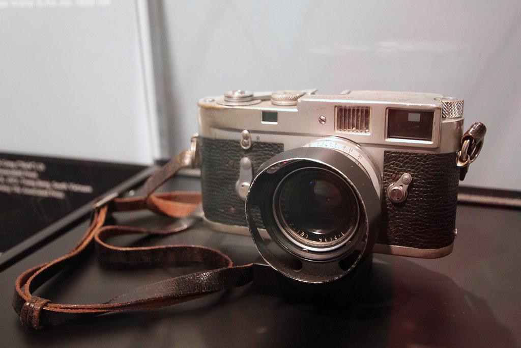 Newseum Leica M2 Vietnam | Leica M2 used by Nick Ut to ...