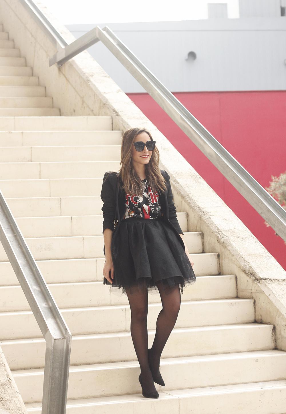 Tulle black skirt blazer maje heels coach bag necklace uterqüe madrid fashion week street style fashion outfit03