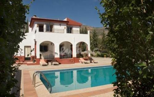 Casa de campo en granada piscina casa de campo rodeada for Casa de campo con piscina privada