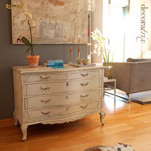 C modas antiguas y cuadros modernos juega con el color for Muebles comodas modernas