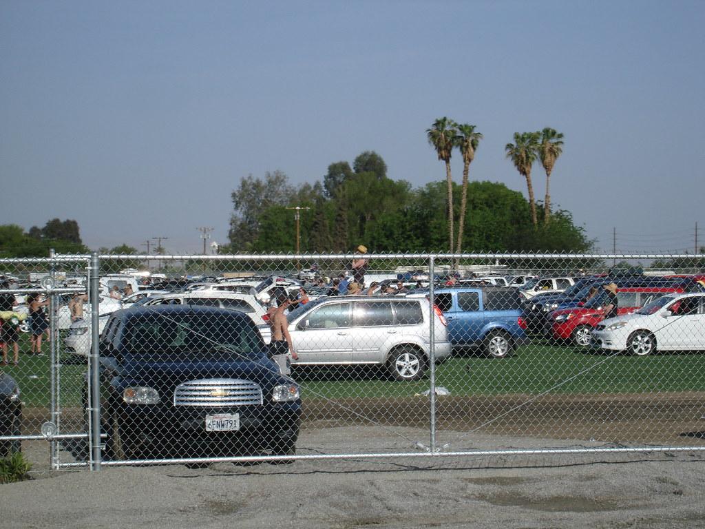 Entrada do car camping do Coachella (isso é fila!)   Flickr