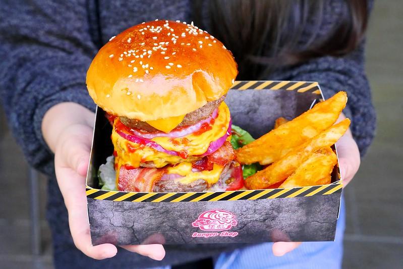 32797085991 152237aa04 c - 【熱血採訪】堡彪專業美式漢堡:看電影也能享受外帶豪邁工業風漢堡!每層6.5盎司三倍純牛肉起司漢堡真材實料好推薦!