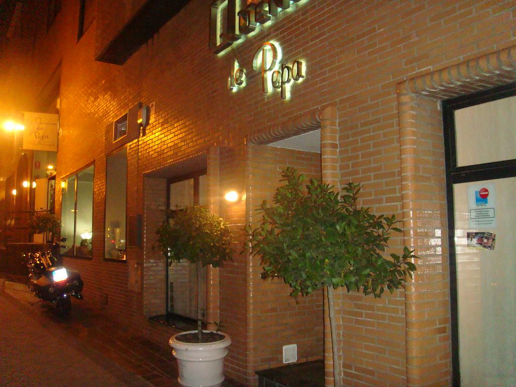 Restaurante el quenco de pepa madrid fachada exterior for Fachada para restaurante