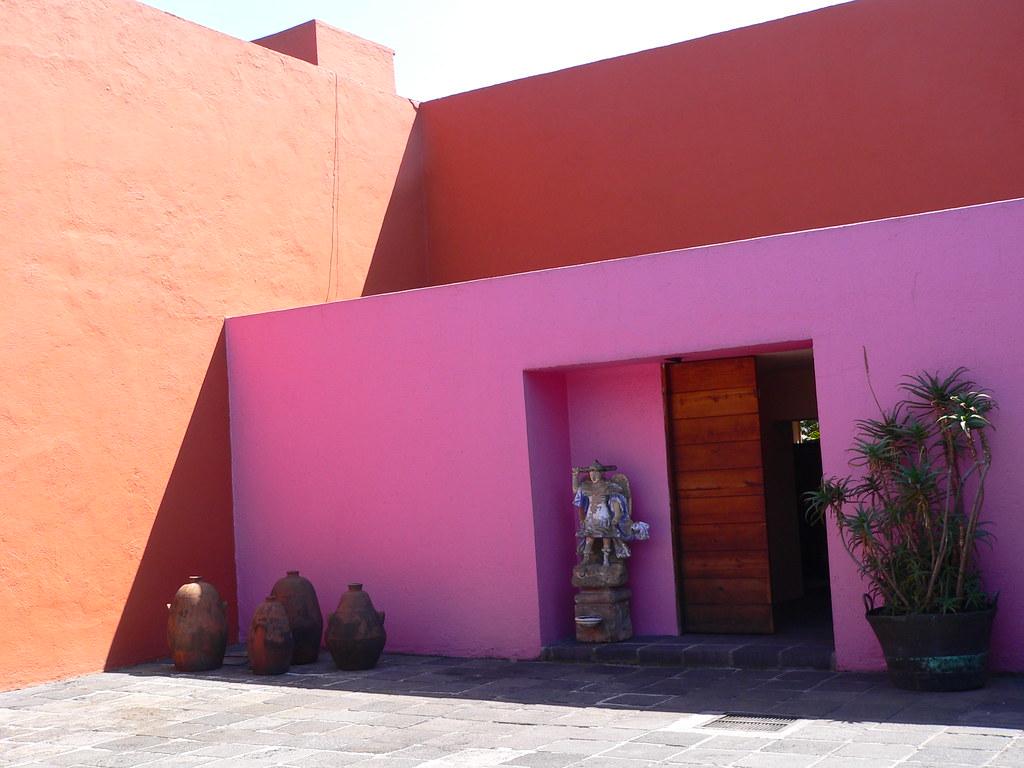 Luis barragan 39 s casa eduardo prieto lopez this photo is - El color en la arquitectura ...