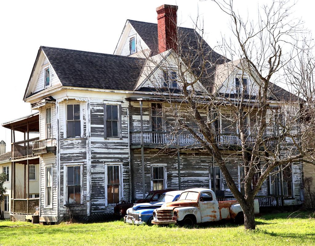 Old House in Waelder, Texas