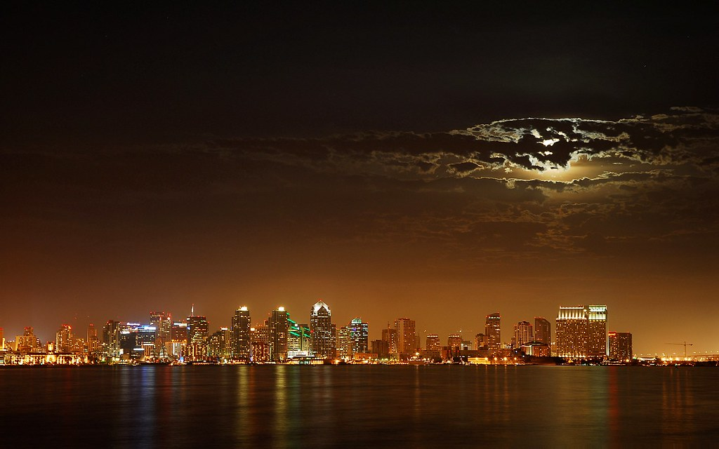 Skyline san diego california at night moon occluded for Trodel mobel