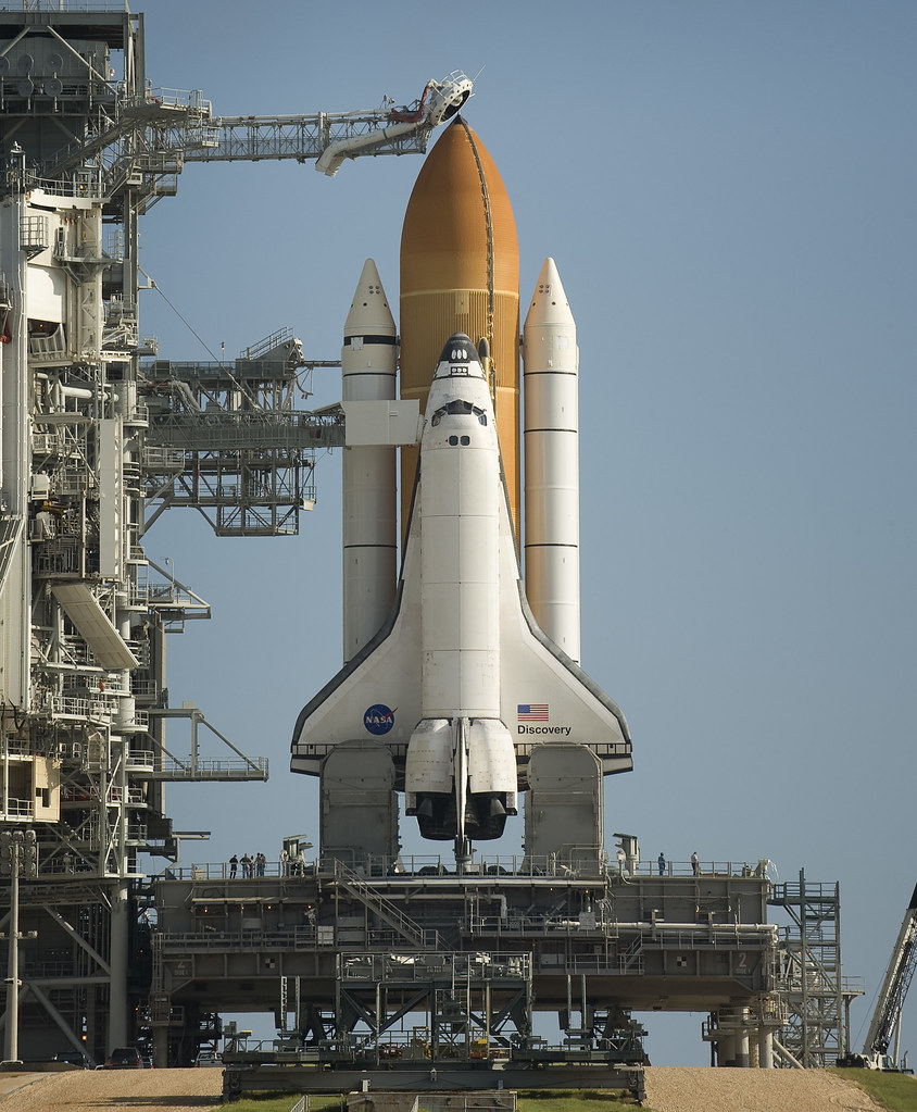 STS-128 Space Shuttle Discovery on Pad 39a (200908240001HQ ...
