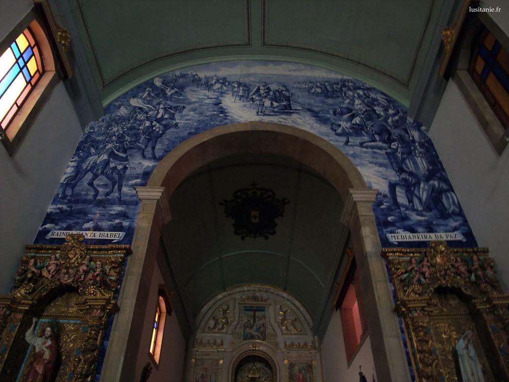 Les azulejos sont superbes et réhaussent les dorures sur bois