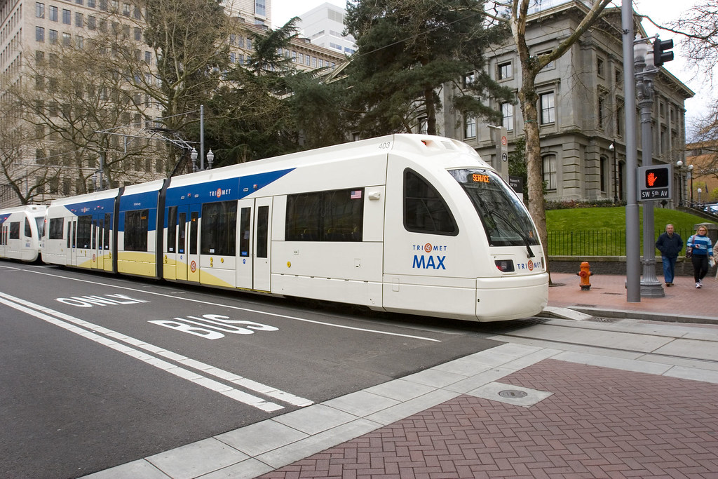 TriMet: New MAX trains on Portland Mall | New style MAX ...