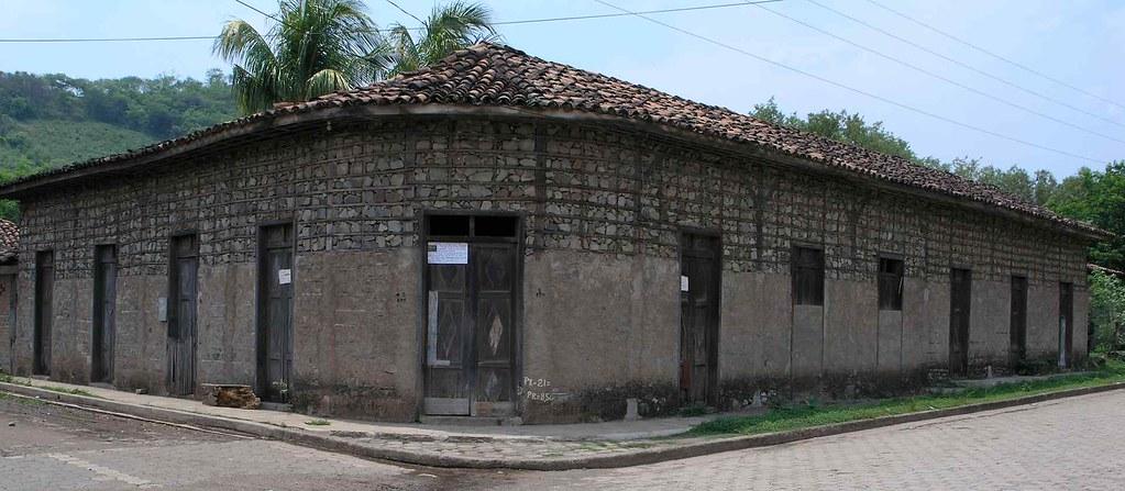 Corner Building Edificio De San Juan De Limay Estel 237 N