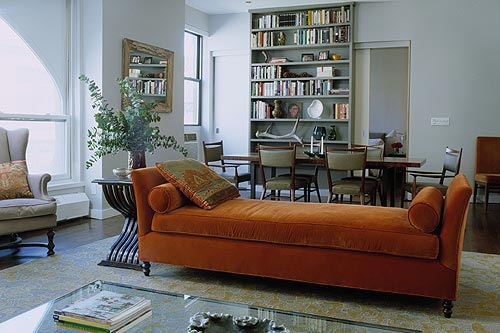 Velvet daybed + painted bookshelves in open-plan living/di… | Flickr