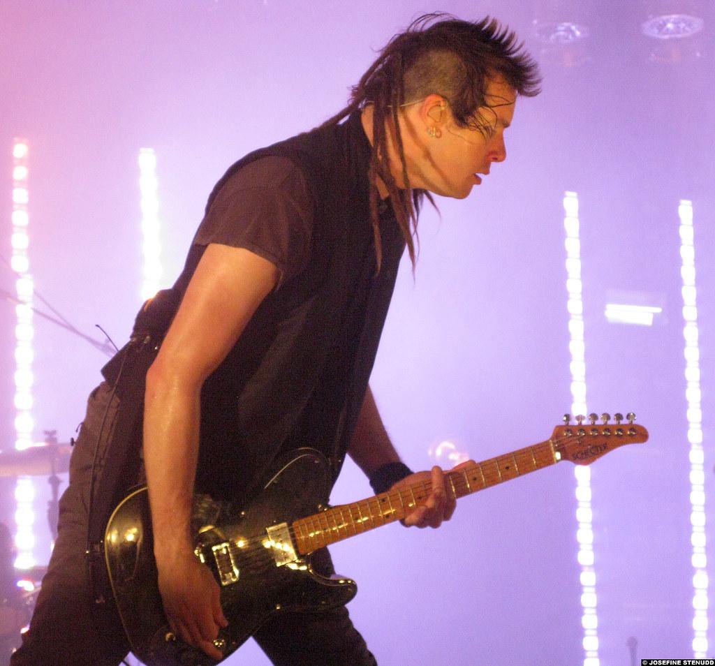 R Nine T >> 20090629_37 Robin Finck | Nine Inch Nails at Philipshalle … | Flickr