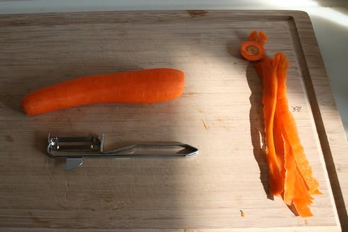 24 - Möhre schälen / Peel carrot