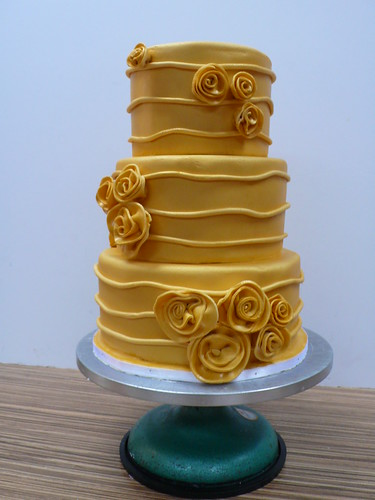 Solid Gold roses wedding cake | by CAKE Amsterdam - Cakes by ZOBOT