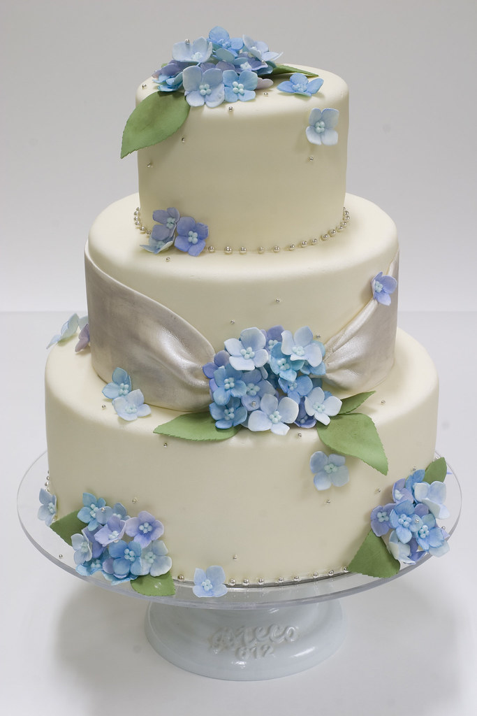 blue hydrangea wedding cakes blue hydrangea wedding cake for more cakes visit www 11991