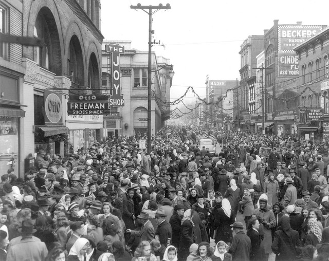 Christmas Parade, Wheeling, WVa., c1950 | The location of th… | Flickr