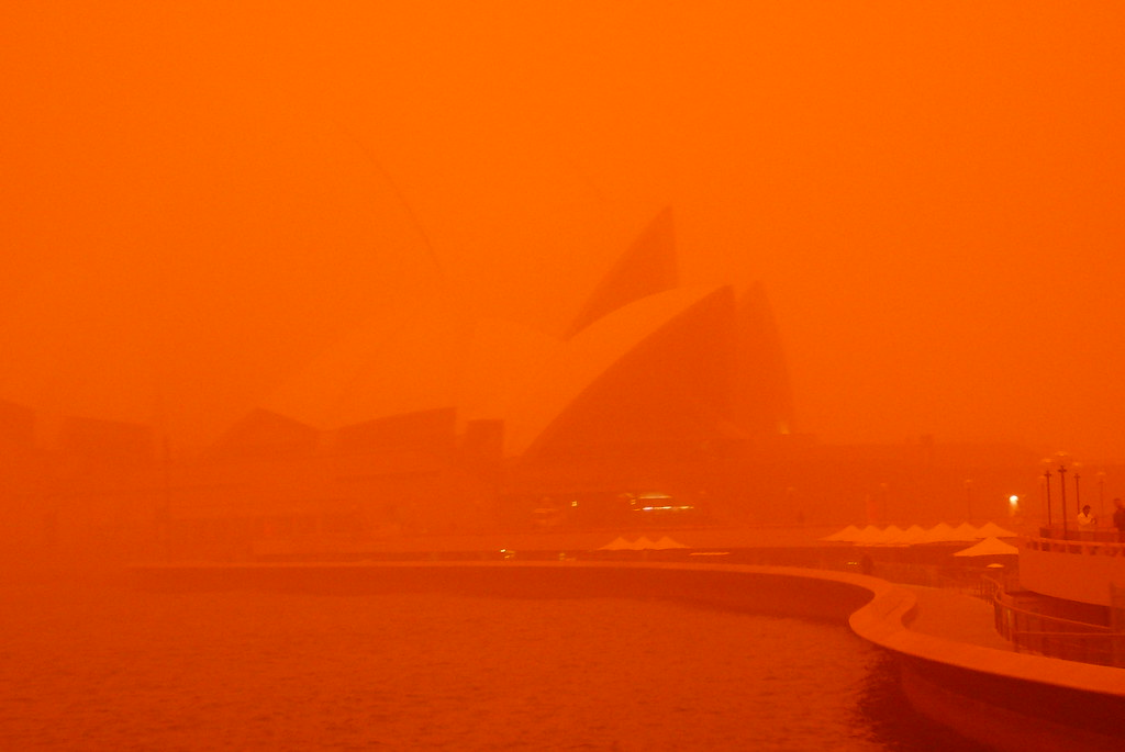 Dust Storm - Opera House | Dust storms hits Sydney Harbour ...