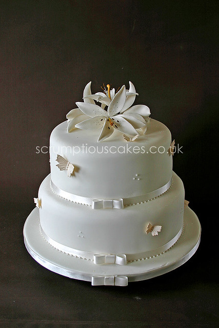 wedding cake 553 butterflies sugar lilies paula jane bourke flickr. Black Bedroom Furniture Sets. Home Design Ideas