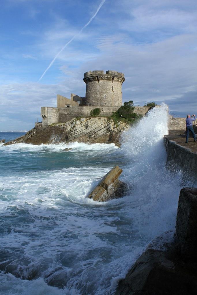 Vagues pr s du fort de socoa promenade cibourre - Fort de socoa ...