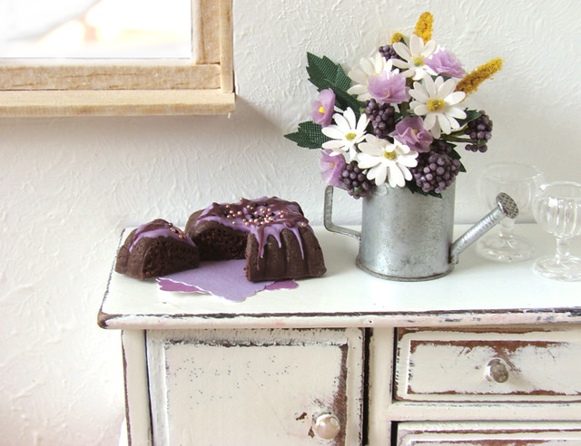 purple cake and shabby chic i got some new vintage