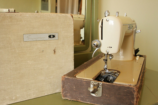 Montgomery Ward Signature Sewing Machine URR 40 Should I Flickr Amazing Vintage Signature Sewing Machine